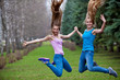 девушки в прыжке