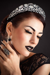 Fashion Beauty Model Girl with Black Make up