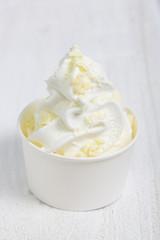 Frozen Yogurt mit weißer Schokolade