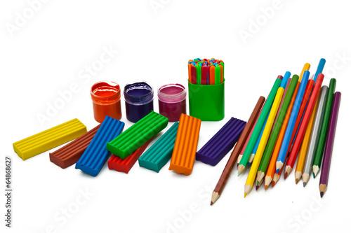 пластилин, краски, карандаши