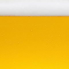 Bier textur mit tropfen und schaum