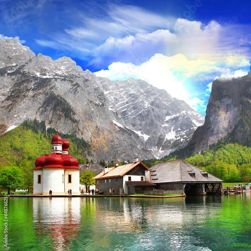 Fototapeta alpejskie krajobrazy - Crystal Lake Koenigsee z małym...