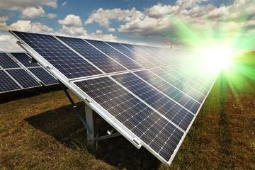Power plant using renewable solar energy