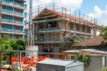 Cantiere edilizio, ponteggi in sicurezza, casa