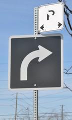 Curved arrow sign