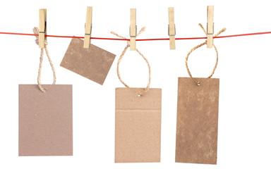 étiquettes sur corde à linge