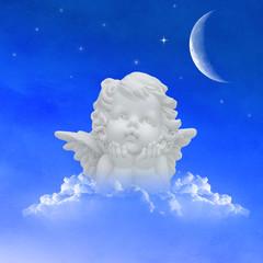 Engel auf Wolken im Himmel