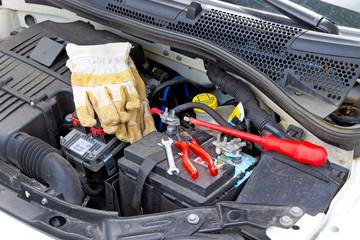 Batteriewechsel bei einem Kleinwagen
