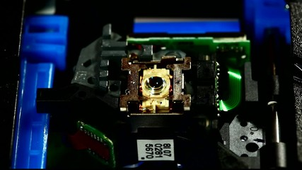 CD-ROM drive laser head finding disk