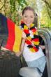 Fußballfan im Auto mit Deutschland-Flagge