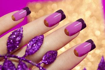 Фиолетовый французский маникюр.