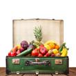 valigia di frutta e verdura su base di legno