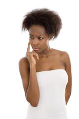 Traurige afro amerkanische Frau im Portrait isoliert
