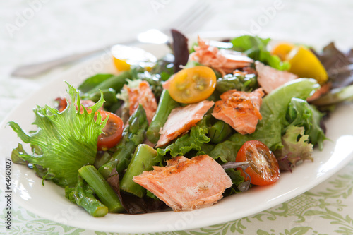 Aluminium Salade Salad with Salmon
