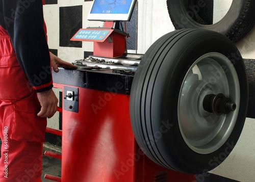 Tire Balancing - 64980480