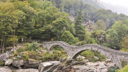 Verzasca, Fluss,  Römerbrücke, Valle Verzasca, Tessin, Schweiz