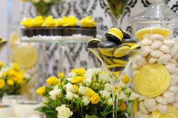 Elegant yellow and black sweet table