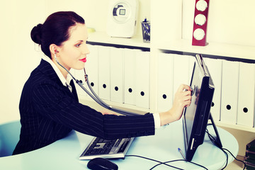 Businesswoman examining her monitor.