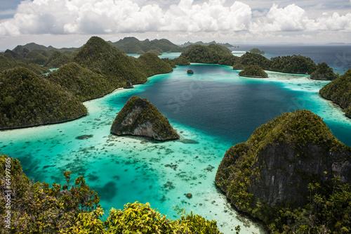 Leinwanddruck Bild Limestone Islands 2