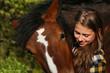 Mädchen mit Pferd closeup