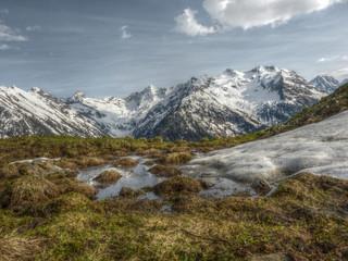 Schneeschmelze im Hochgebirge in HDR