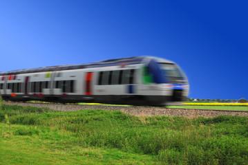 Train régional en mouvement