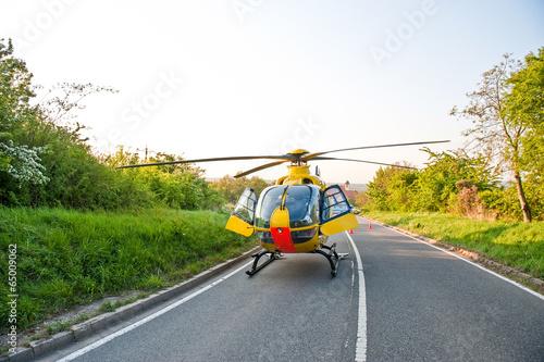 Papiers peints Hélicoptère Rettungshubschrauber im Einsatz Notarzt Rettungsdienst