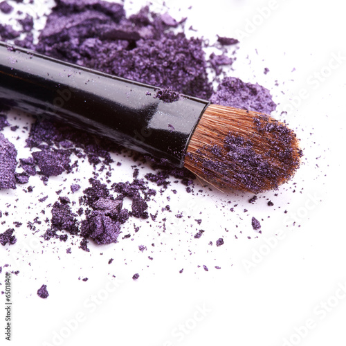 Leinwandbild Motiv Purple eye shadow with brush