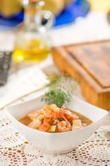 Zuppa di fagioli piattoni e code di gamberi