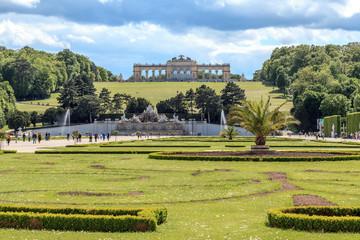 Schlossgarten Schloss Schönbrunn in Wien Österreich