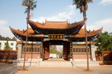 Pavilion entrance to Chinese temple in Klunming city .