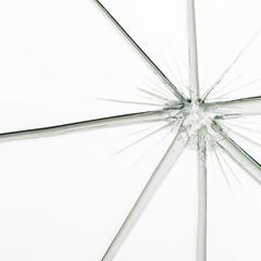 Glasbruch in einer glasscheibe