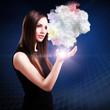 junge Frau mit Daten-Wolke