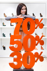 Woman showing the percentage of sales on pumps