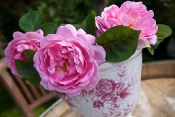 Vase mit Rosen