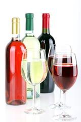 Bottiglie di vino con calici