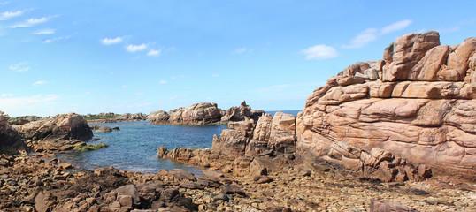 Panoramique sur la cote sauvage de l'Ile de Bréhat en Bretagne
