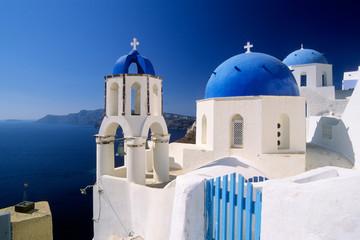 églises bleues et blanches de Santorin en Grèce