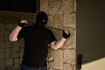 Murderer ambushing with rubber noose