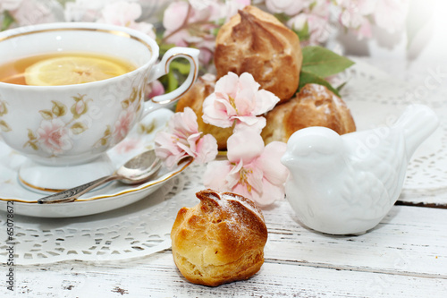 Tuinposter Thee tea in elegant cup in retro style