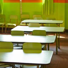 Leeres Klassenzimmer in Grundschule