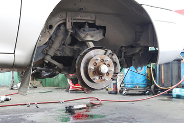 Changing a wheel on a car