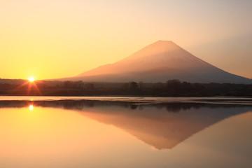富士山 精進湖の日の出