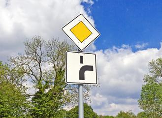 Vorfahrt an der Kurve