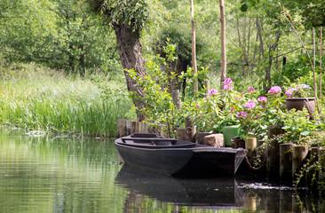 Kahn im Kanal