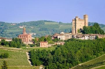 Serralunga d'Alba, Castle