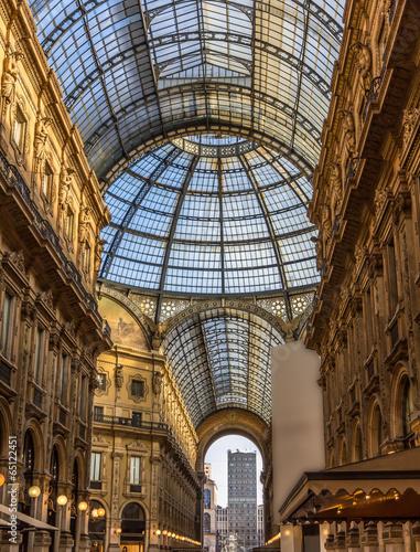 In de dag Milan Galleria Vittorio Emanuele II in Milan, Italy