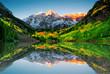 Leinwanddruck Bild - Sunrise at Maroon bells lake