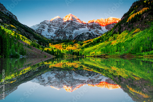 Poster Meer / Vijver Sunrise at Maroon bells lake