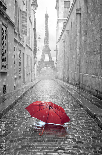 Foto op Aluminium Europese Plekken Eiffel tower view from the street of Paris